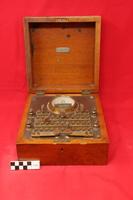 http://omekax.grinnell.edu/PhysicsInstrumentMuseum/files/original/24c7b849b734f507bc315ca250f2caa9.JPG image/jpeg thumbnail